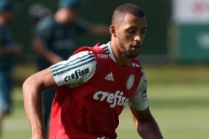 0689010b71 O Palmeiras foi o protagonista do mercado do futebol nesta quarta-feira  (10). A equipe alviverde negociou o atacante Alecsandro com o Coritiba e já  tem um ...