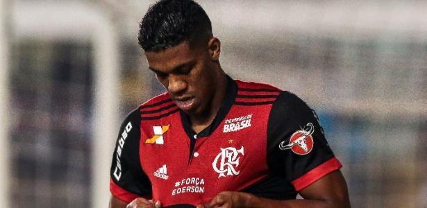 Berrío recebe cerca de R$ 300 mil mensais e sofre com a concorrência no Fla - Ale Cabral/AGIF