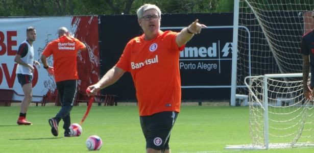 Odair Hellmann comanda treinamento do Internacional no CT do clube