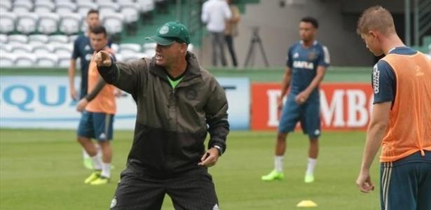 Sandro Forner comanda treino do Coritiba em fevereiro; ele pode ir para o São Paulo