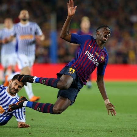 Dembele cai após ser atingido por Raul Navas em Barcelona x Real Sociedad - Albert Gea/REUTERS