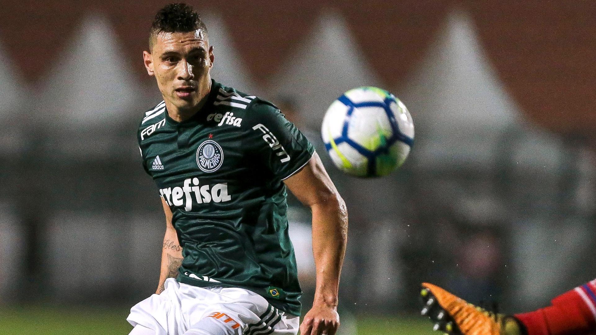 O meia Moisés em lance da partida entre Palmeiras e Bahia, pela Copa do Brasil