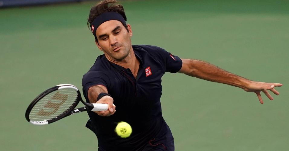 O suíço Roger Federer em ação na semifinal do Masters 1000 de Cincinnati contra David Goffin