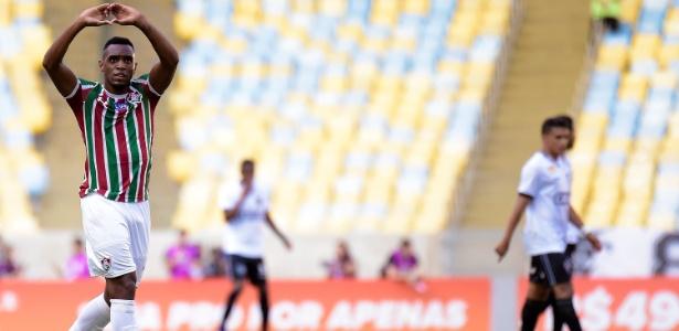 Digão celebra gol do Fluminense sobre o Botafogo; zagueiro pertence ao Cruzeiro