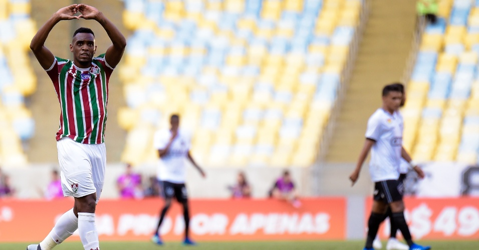 Digão comemora seu gol no duelo entre Fluminense e Botafogo pelo Brasileirão
