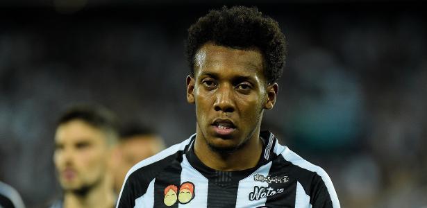 Lateral esquerdo Moisés pode trocar o Botafogo pelo Fluminense em 2019 - Thiago Ribeiro/AGIF