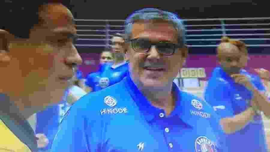 José Roberto Guimarães, técnico do Hinode Barueri - Reprodução/SporTV