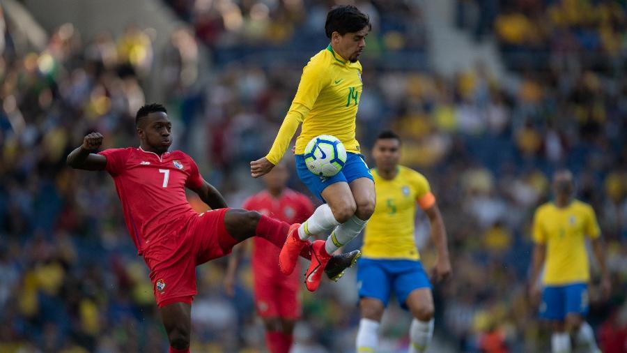 Fagner em ação com a camisa da seleção brasileira  - Pedro Martins/MowaPress