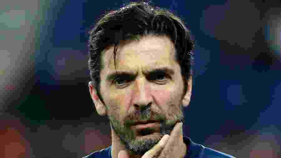 Buffon, durante aquecimento pelo PSG - Thomas SAMSON / AFP