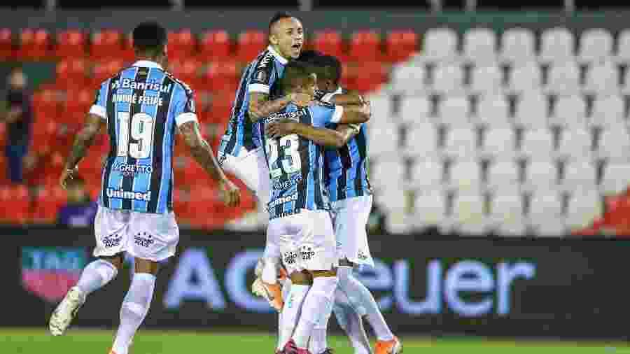 Jogadores comemoram gol do Grêmio contra o Libertad - Lucas Uebel/Grêmio FBPA