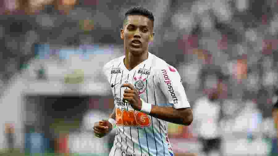 Meia tem cinco gols e cinco assistências pelo Corinthians na temporada, enquanto lateral deu três passes para gol - Luis Moura/WPP/Estadão Conteúdo