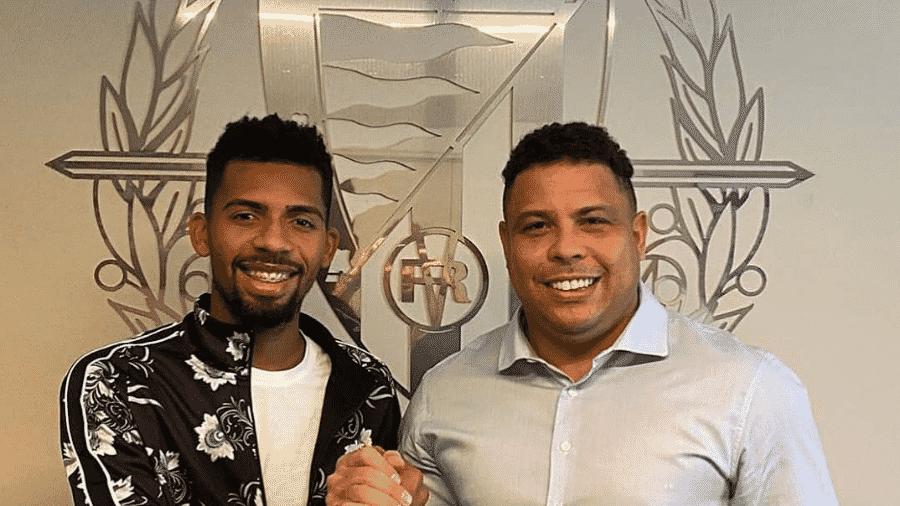 Matheus Fernandes posa ao lado de Ronaldo após ser emprestado para o Valladolid - Reprodução/Instagram