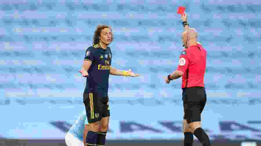 David Luiz é expulso durante a partida entre Arsenal e Manchester City - Matt McNulty - Manchester City via Getty Images