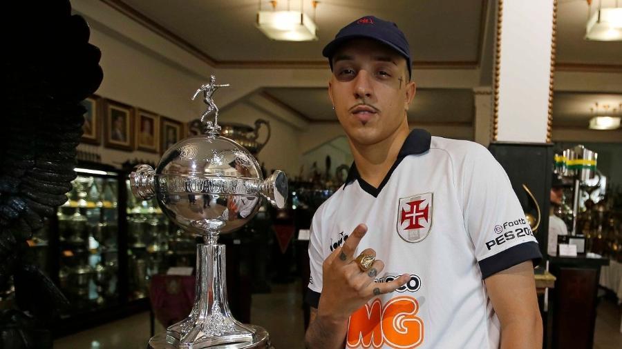 Delacruz em visita à sala de trofeus de São Januário a convite do Vasco da Gama - Rafael Ribeiro / Vasco
