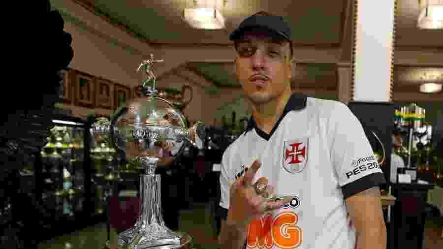 Uma das apostas do evento, Delacruz visitou a sala de troféus de São Januário a convite do Vasco da Gama - Rafael Ribeiro / Vasco