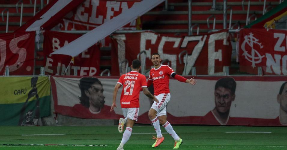 Thiago Galhardo comemora seu gol contra o Atletico-MG