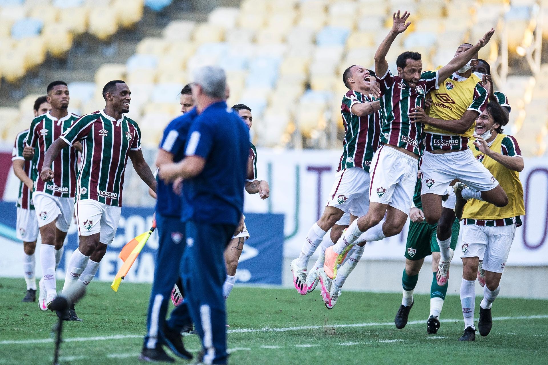 Jogadores do Fluminense comemoram gol de Nenê contra o Corinthians na 10ª rodada do Brasileirão 2020