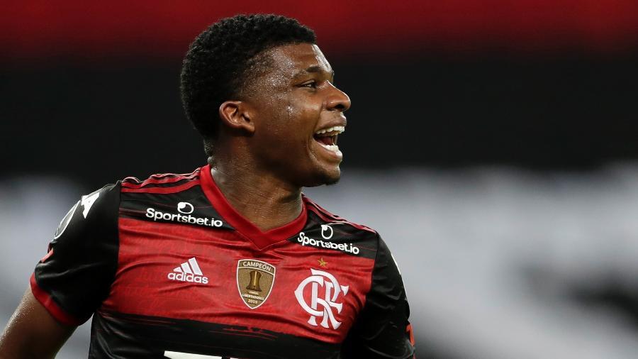 Lincoln comemora gol marcado pelo Flamengo contra o Del Valle pela Libertadores 2020 - Silvia Izquierdo-Pool/Getty Images