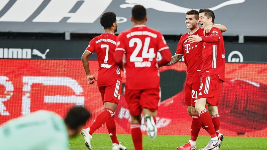 O atacante Robert Lewandowski comemora o gol pelo Bayern de Munique pelo Campeoanto Alemão - Divulgação/Twitter/FCBayern