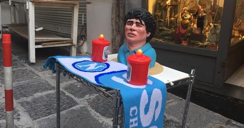 Pequeno altar para Madona nas ruas de Nápoles