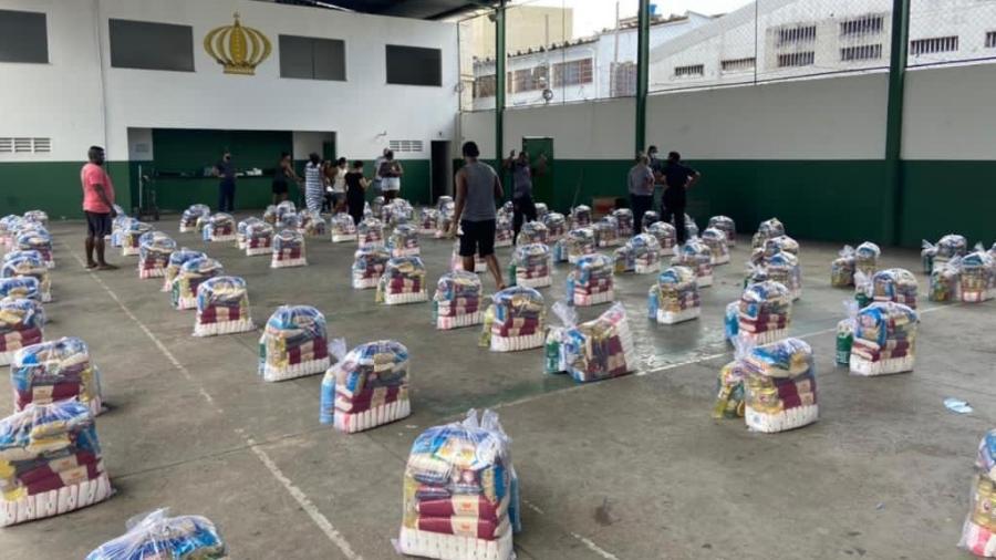 Philippe Coutinho doou cinco toneladas para comunidade Barreira do Vasco, vizinha ao estádio de São Januário - Divulgação