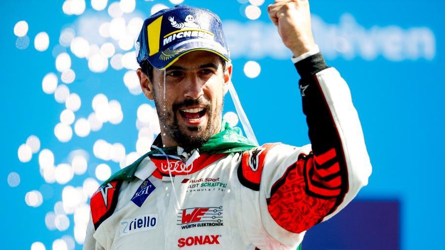 O brasileiro Lucas di Grassi comemora vitória na 14ª etapa da Fórmula E em 2020, no circuito de Berlim  - Carl Bingham/LAT Images
