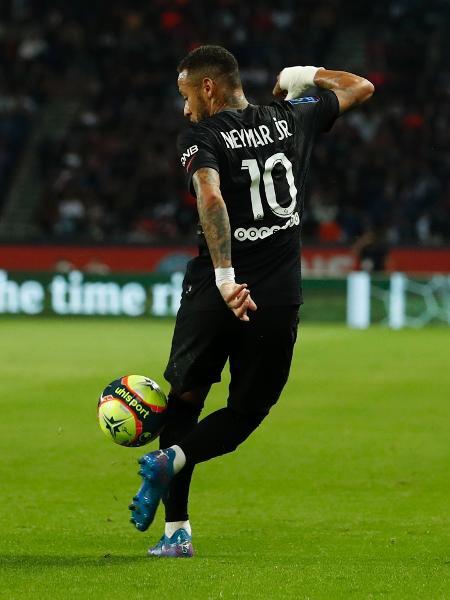 Neymar domina bola com estilo na partida entre PSG e Montpellier - REUTERS