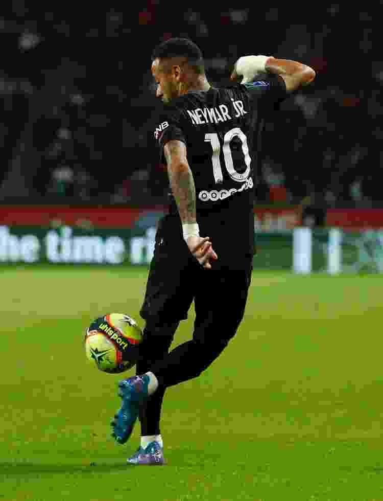 Neymar domina bola com estilo na partida entre PSG e Montpellier - REUTERS - REUTERS