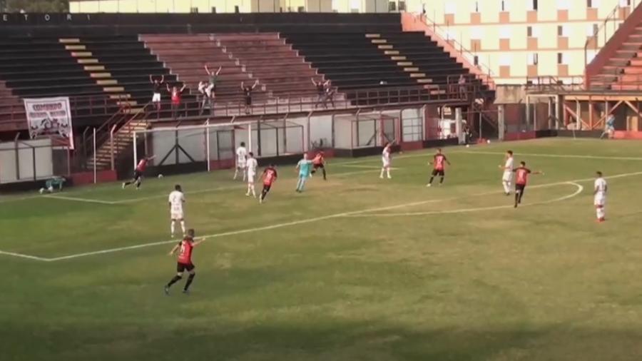 Gol marcado pelo Flamengo de Guarulhos já nos acréscimos contra o Colorado Caieiras não foi exibido pela FPFTV - Reprodução/Twitter