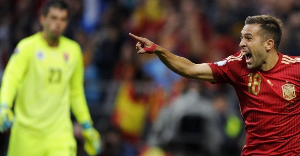 Jordi Alba comemora após marcar o segundo gol da Espanha contra a Eslováquia, em partida válida pelas Eliminatórias da Eurocopa, neste sábado (5)