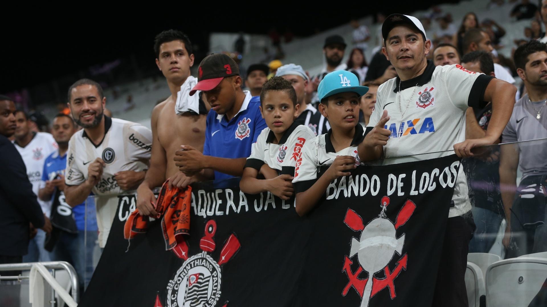 Torcida do Corinthians aguarda início da partida contra o Goiás pela 30ª rodada do Campeonato Brasileiro