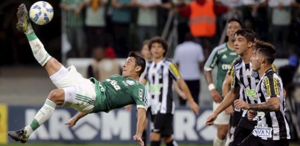 Robinho em ação na segunda final da Copa do Brasil, disputada dia 2 de dezembro