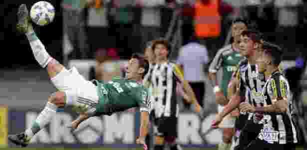 Robinho em ação na segunda final da Copa do Brasil, disputada dia 2 de dezembro - REUTERS