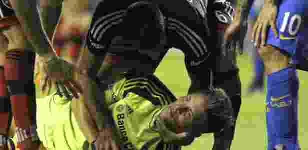 Unsain fratura maxilar após choque com Tevez - AFP PHOTO / ALEJANDRO PAGNI - AFP PHOTO / ALEJANDRO PAGNI