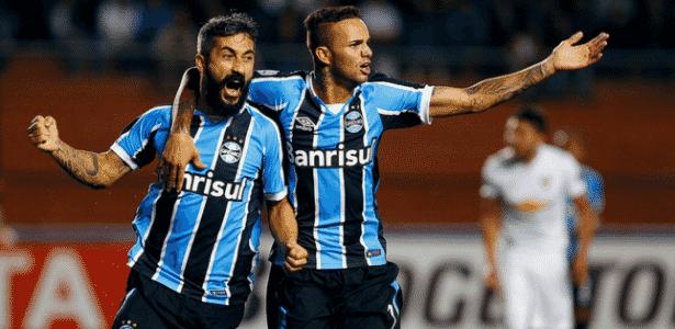 Douglas (e) é o mais cotado para substituir Bolaños no ataque do Grêmio - Lucas Uebel/Grêmio