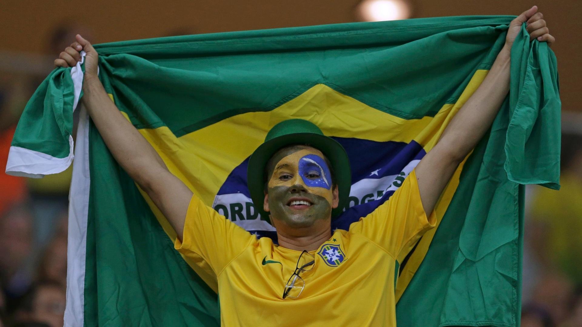 Torcida comparece na Arena da Amazônia para partida entre Brasil e África do Sul
