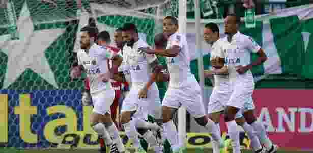 Lucas Lima faz o gol do Santos contra o Chapecoense - MÁRCIO CUNHA/MAFALDA PRESS/ESTADÃO CONTEÚDO - MÁRCIO CUNHA/MAFALDA PRESS/ESTADÃO CONTEÚDO