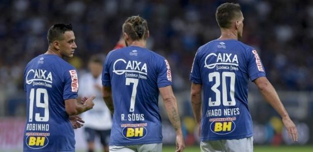 Robinho (esquerda) ficará pelo menos no banco. Thiago Neves deve começar como titular