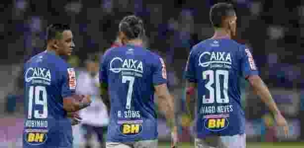 Robinho (esquerda) ficará pelo menos no banco. Thiago Neves deve começar como titular - Washington Alves/Cruzeiro