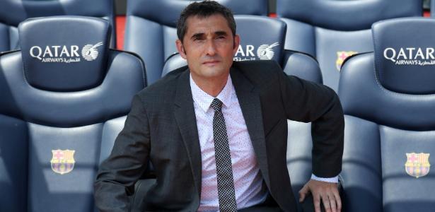 Técnico do Barcelona, Ernesto Valverde posa no banco do Camp Nou