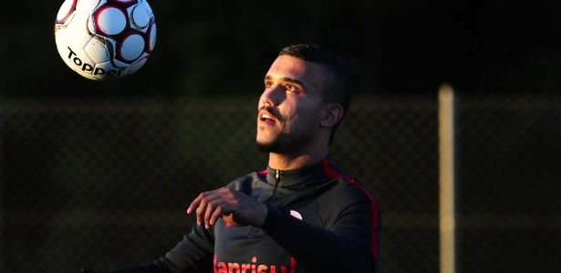 William Pottker reclama de desatenção mas valoriza empenho por empate do Inter