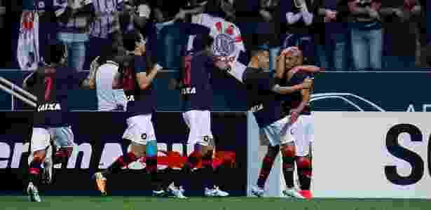 Jogadores do Atlético-PR comemoram gol de Jonathan diante do Corinthians pelo Campeonato Brasileiro 2017 - Marcello Zambrana/Agif - Marcello Zambrana/Agif