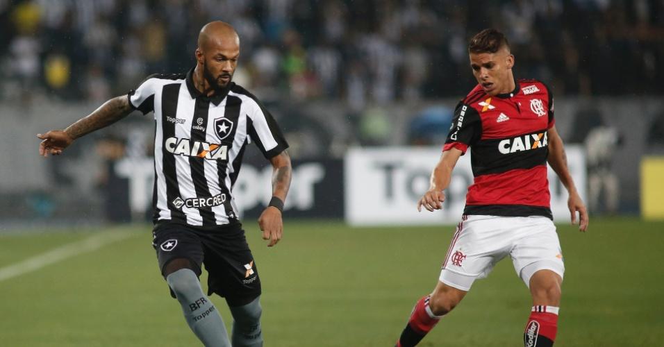 O jogador Bruno Silva durante partida entre Botafogo x Flamengo no estadio Nilton Santos