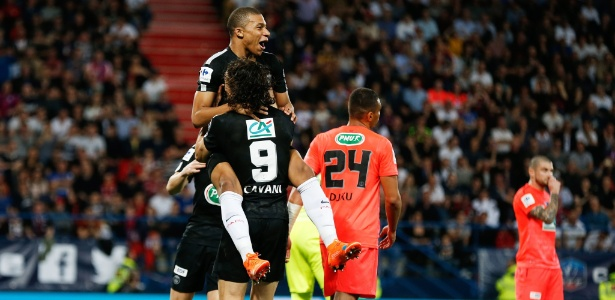 Mbappé marcou um gol em cada tempo, e PSG fez 3 a 1 no Caen fora de casa