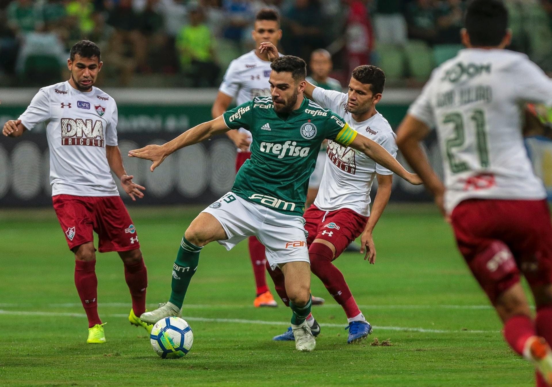 4a4e1d8678 Palmeiras é sondado e se preocupa com futuro de Bruno Henrique e Moisés -  19 12 2018 - UOL Esporte