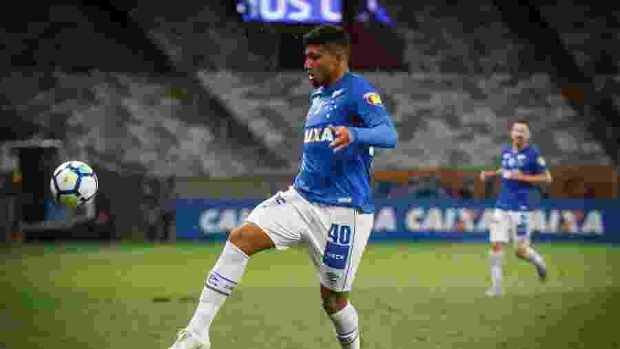 Volante Éderson em ação pelo Cruzeiro - Vinnicius Silva/Cruzeiro