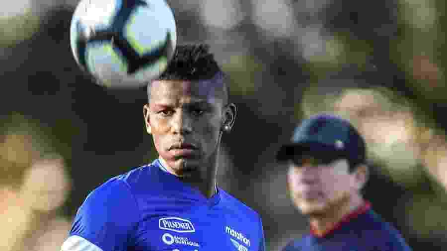 Arboleda pode estar de saída do Tricolor e joga Copa América tentando se valorizar - DOUGLAS MAGNO / AFP