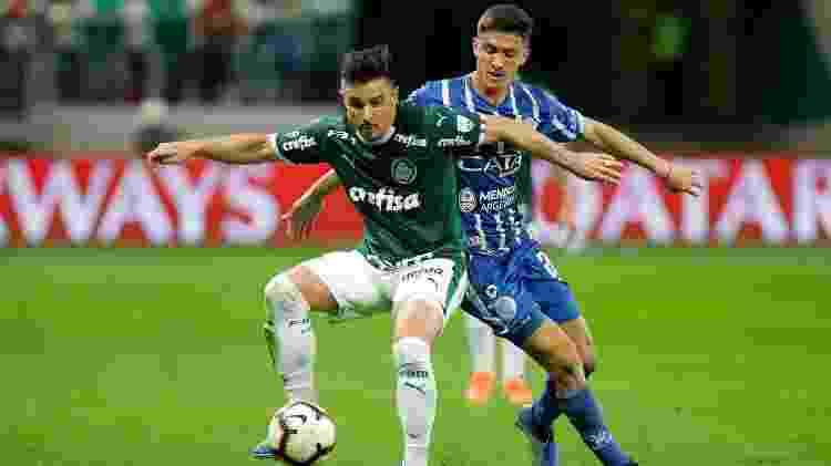 Willian foi titular novamente contra o Godoy Cruz e jogou pela direita do ataque - Daniel Vorley/AGIF