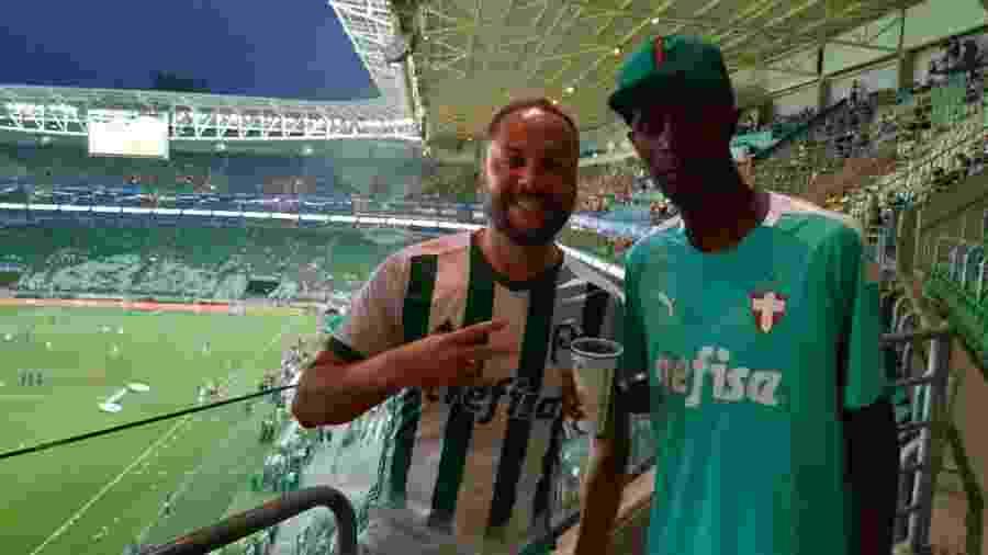 Marcos Lopes levou o morador de rua Fábio para conhecer o Allianz Parque - Bruno Grossi/UOL Esporte