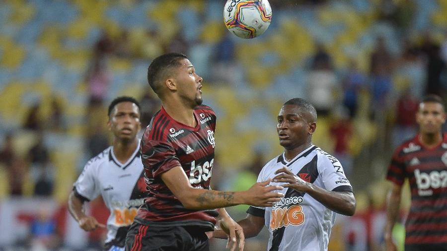 Jogadores de Vasco e Flamengo em ação durante partida da Taça Guanabara - Marcelo Cortes / Flamengo